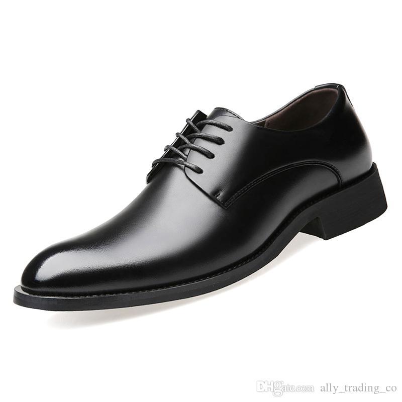 f59f9edd4a5 Compre Vestir Zapatos De Negocios Para Hombres Zapatos Derby Con Punta  Transpirable 2018 Jóvenes Hombres Coreanos Hombres Negros Zapatos  Ocasionales A ...