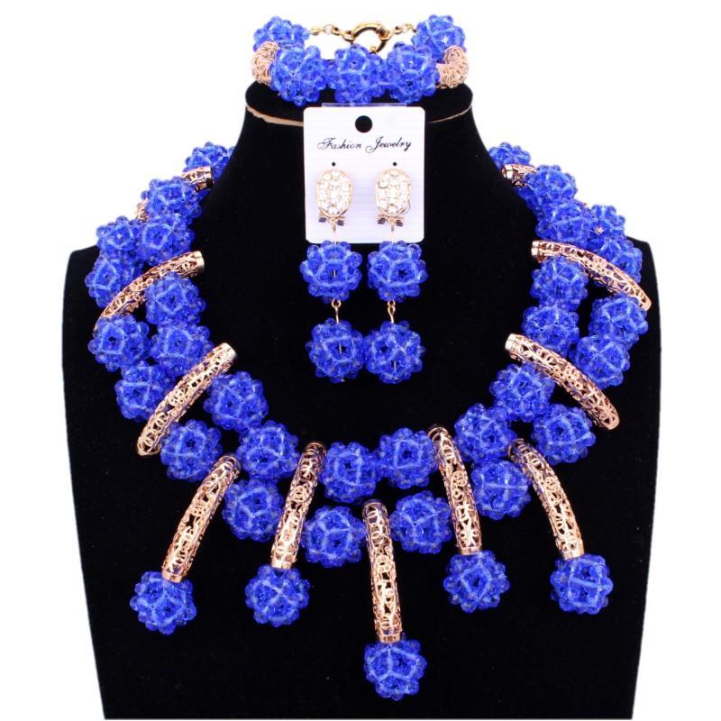 d9e2429e6 Compre Conjunto De Joyería De Moda Perlas Africanas Collar De Nigeria Azul  Claro Conjunto De Mujeres Bolas De Cristal Hechas A Mano De Oro Nupcial  Conjunto ...