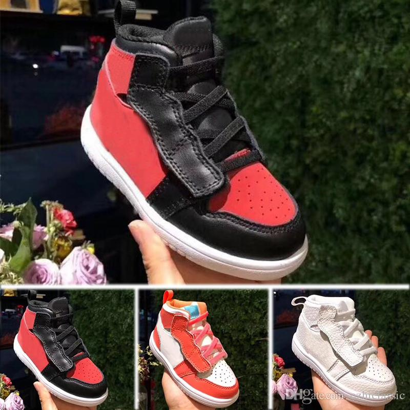 sports shoes 935ce 9421d Acquista Nike Air Jordan 1 Retro 2018 Boygirl 1 OG Top Bambino Scarpe Da  Basket OG Sneakers AAA Qualità Anatra Mandarino Scarpe Da Ginnastica Mens  Sport ...