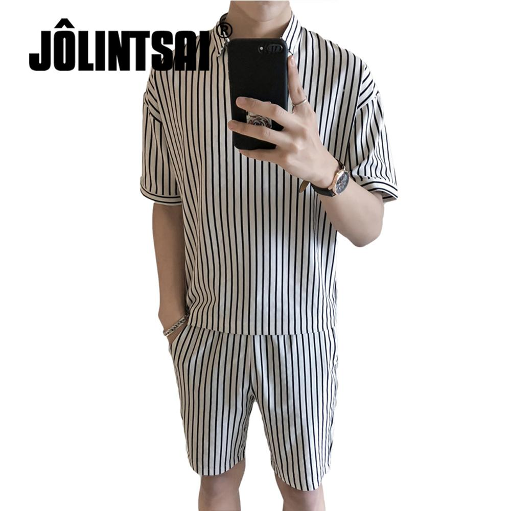 Acquista Jolintsai New Polyester Uomo Abbigliamento Sportivo Tute Estive  Manica Corta Da 2 Pezzi Uomo A Righe + Pantaloncini Tuta Da Uomo Set Di ... 5462e0961d07