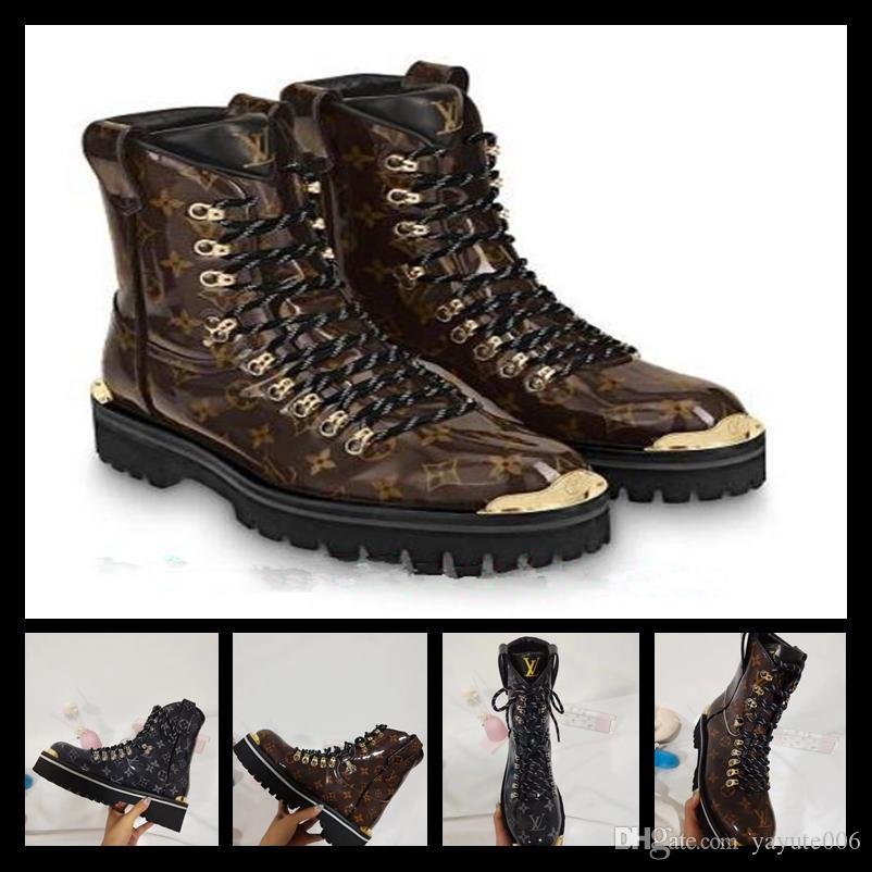 6b24d5c56 Compre 2018 Designer De Marca De Luxo Mulheres Sapatos Casuais Ankle Boots  De Couro Genuíno Martin Botas De Pele De Carneiro Do Inverno Tamanho 35 42  De ...