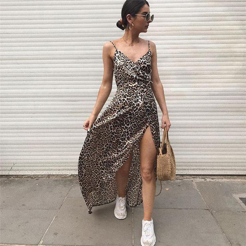 5aeee9205 Compre Moda Estampa De Leopardo Vestido Maxi 2018 Outono Novas Mulheres  Casual Praia Longo Vestido Sexy Side Alta Fenda Cinta De Espaguete De  Aqueen