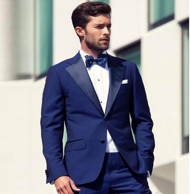Compre 2018 Trajes De Boda Azul Marino Para Hombres 2 Piezas Chaqueta +  Pantalones Novio Esmoquin Trajes Hechos A Medida Traje De Los Hombres  Ajustados A ... 3f9dd872136