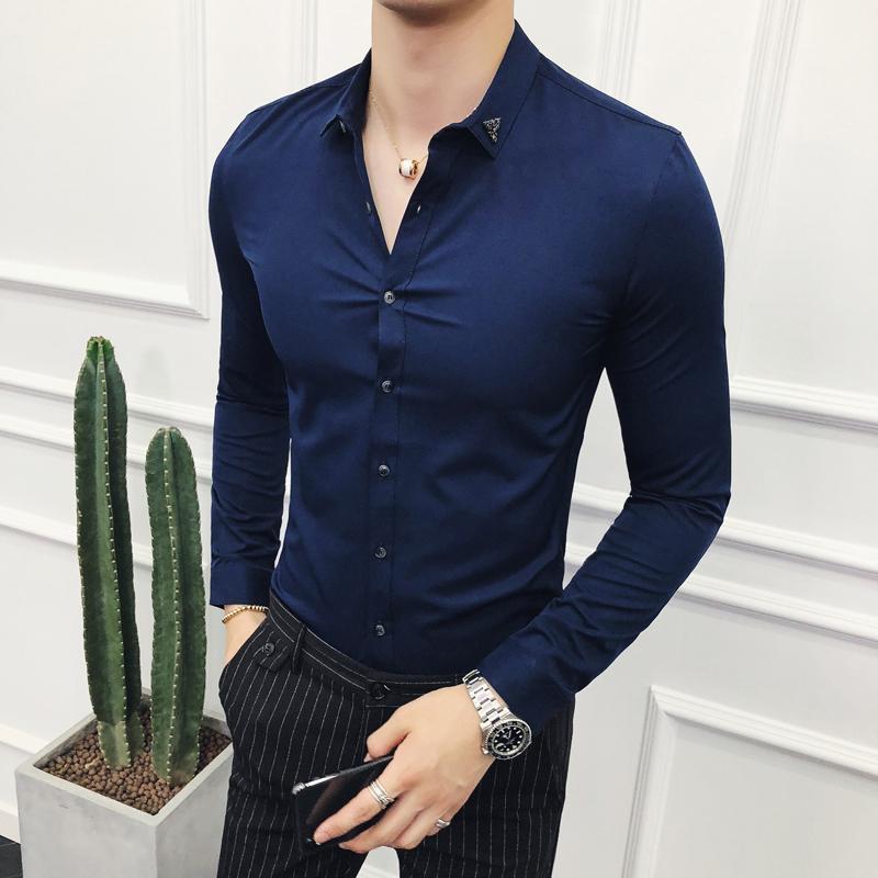 a531b8714650 Compre Camisas Homens Vestido Sólido Manga Comprida Magro Masculino Outono  Inglaterra Estilo Respirável Macio Escritório De Negócios Casamento Camisas  ...