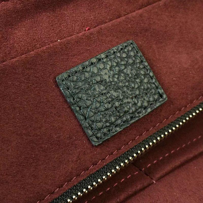 2018 new men's portable briefcase. Premium quality leather laptop bag. Detachable leather strap shoulder bag. Top double handle structure.