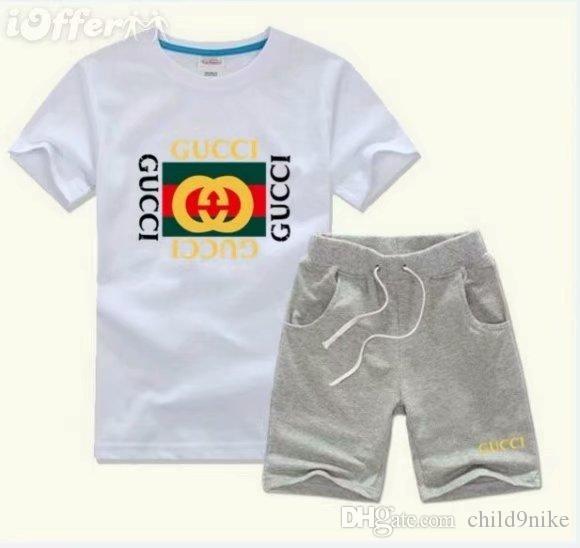 a617c2b02 Compre Primavera De Luxo Logotipo Do Bebê Designer De T Shirt Do Menino  Calça Two Piec 2 7 Anos Olde Terno Crianças Marca Das Crianças Conjuntos De  Roupas ...