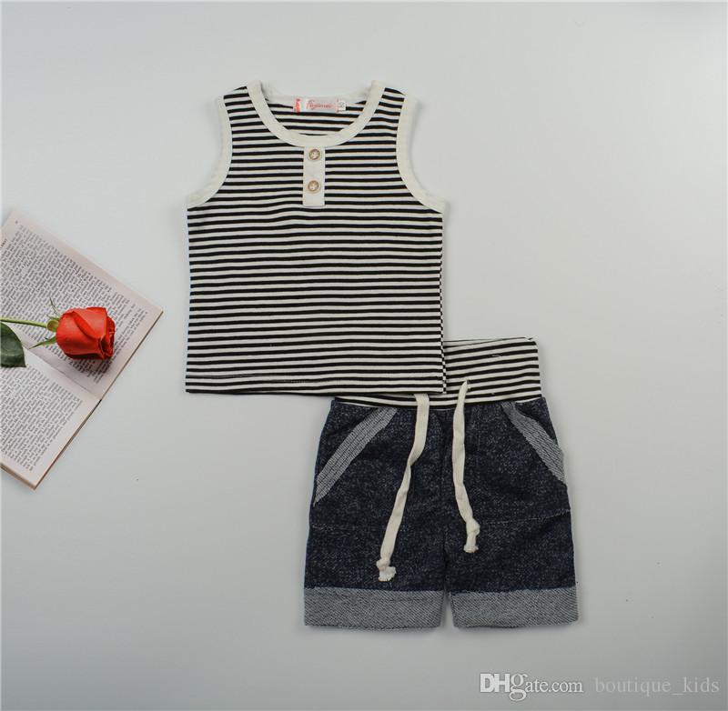 مجموعة ملابس الطفل الصبي الصيف القطن بلا أكمام تي شيرت بلايز + سروال قصير الرضع الفتيان وتتسابق مخطط زر الفتيان الملابس مجموعات