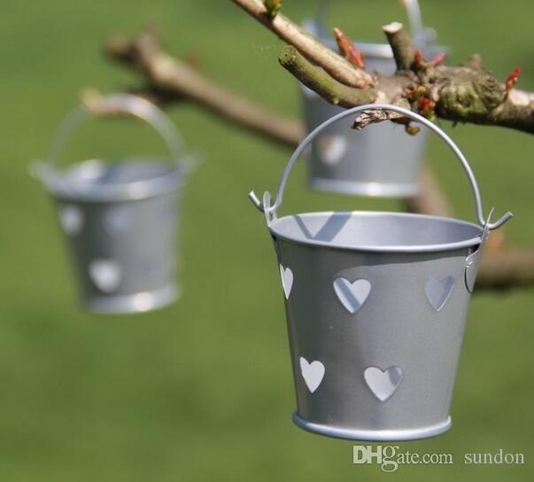 100 stücke Bunte Herz Aushöhlen Zinn Eimer Mini Eimer Hochzeit Pralinenschachtel Casamento Schokolade Bevorzugt Kästen Kostenloser Versand