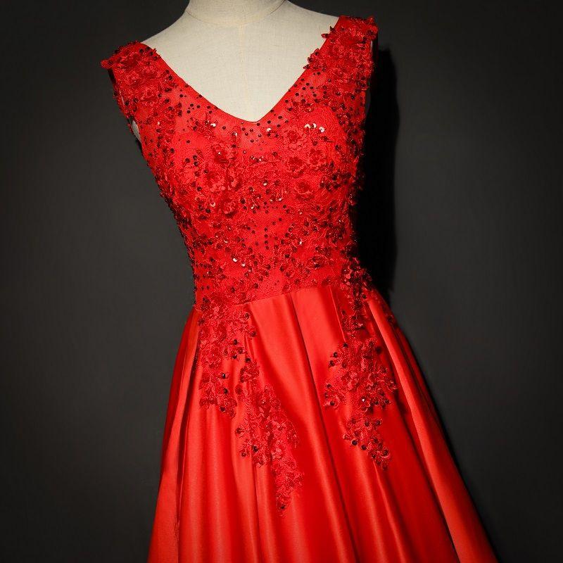 Lunghi abiti da ballo rosso 2018 in rilievo fiori pizzo sexy scollo a V in raso a-line abiti da sera da sposa abiti senza maniche sweep treno adolescenza abito formale