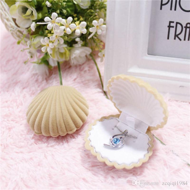 Encantadora forma de concha de terciopelo boda anillo de compromiso caja para pendientes collar pulsera exhibición de la joyería caja de regalo titular