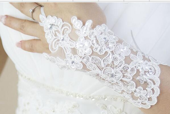 Cheap Free Size White Fingerless Rhinestone Lace Sequins Short Bridal Wedding Gloves Wedding Accessories