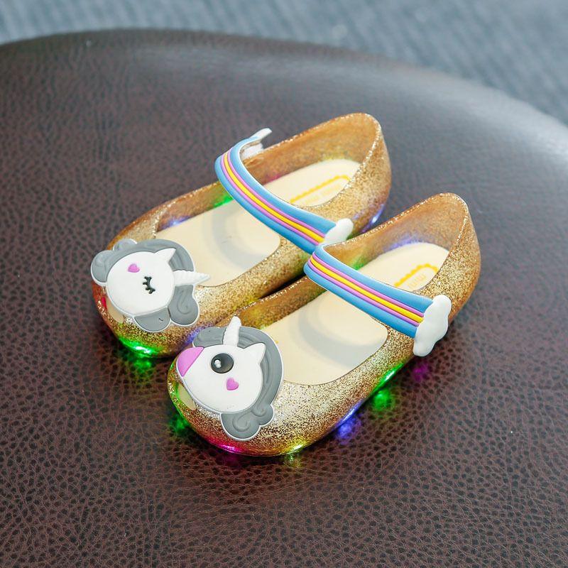 97acf8e7 Compre Unicornio LED Sandalias Ligeras Bebé Bling Unicornio Zapatos Toddler  Jelly Zapatos Rainbow Princess Sandalias Para Bebés Verano Playa Zapatos A  ...