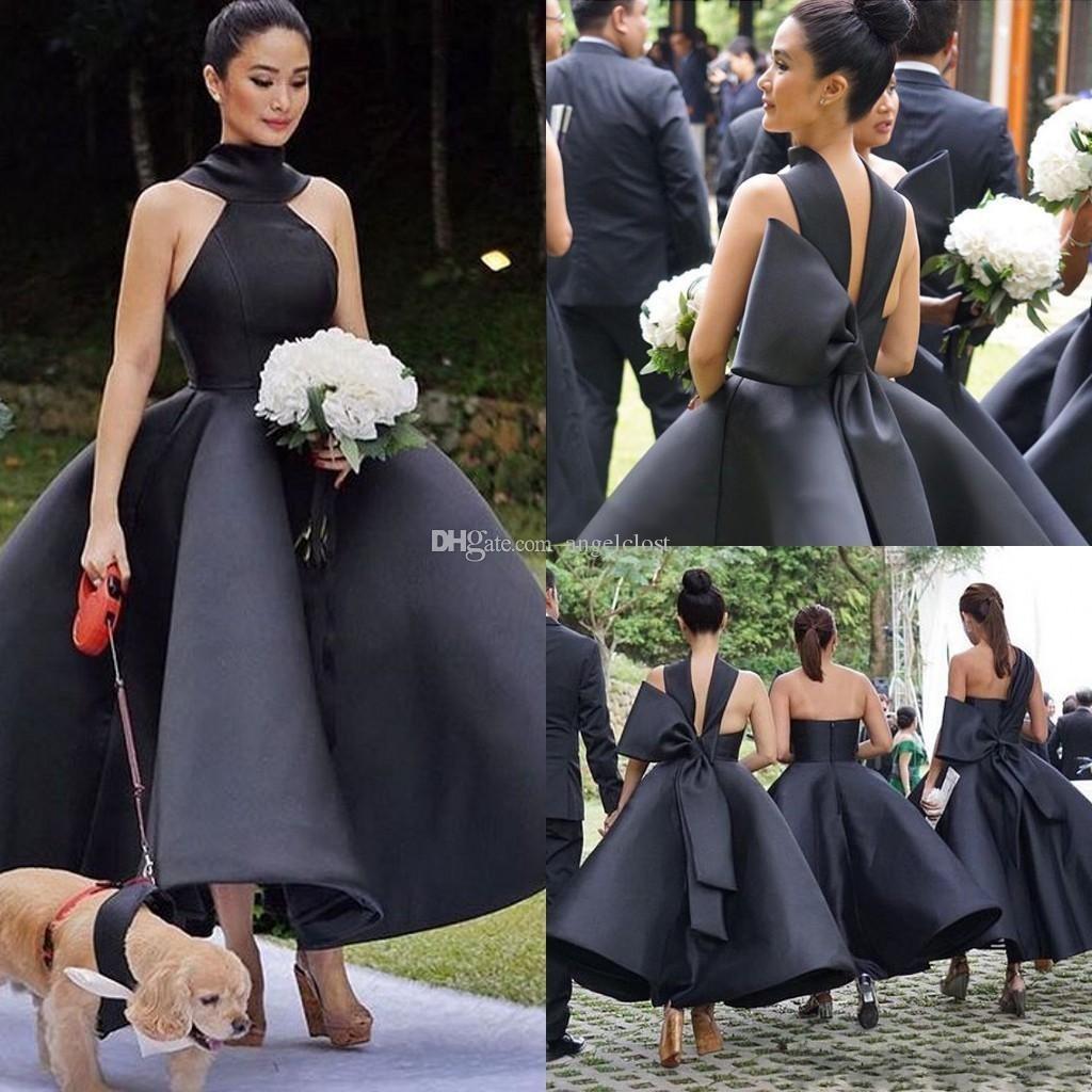 a626e3f84 Compre 2018 Nuevo Vestido De Bola Negro Damas De Honor Vestidos Tobillo  Longitud Sin Mangas Grande Arco Satinado Jardín Vestidos De Invitados De  Boda Corto ...