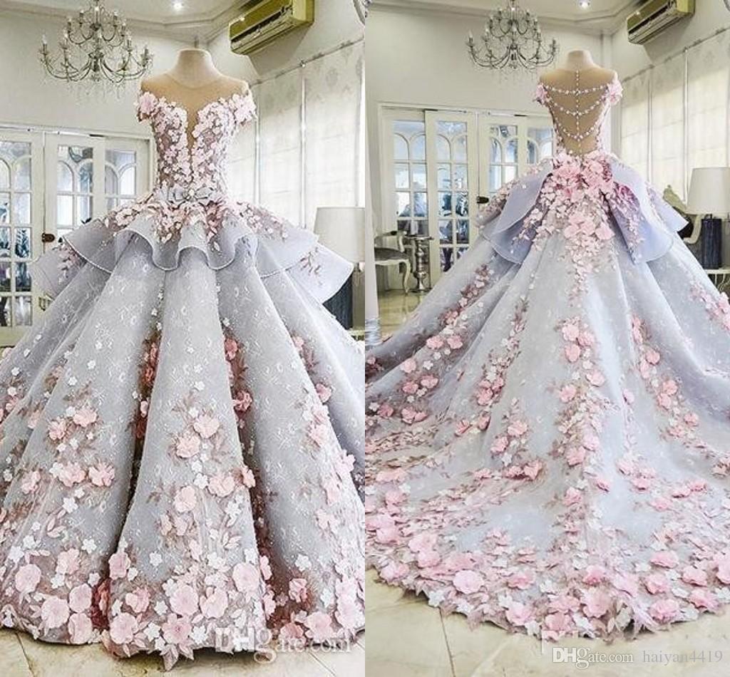 2020 de lujo hinchado Quinceanera del vestido de bola vestidos de flores 3D Apliques de encaje mangas casquillo de Peplum del dulce 16 de longitud de Prom Party Vestido de noche