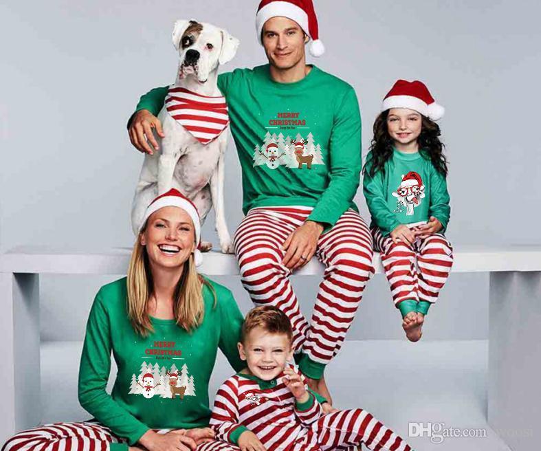 8a0641d45f0 Acheter Explosion Représente Une Famille Chaleureuse Avec Un Ensemble De  Pyjama À Rayures Parent Enfant Imprimé De Noël Et De Noël Européen