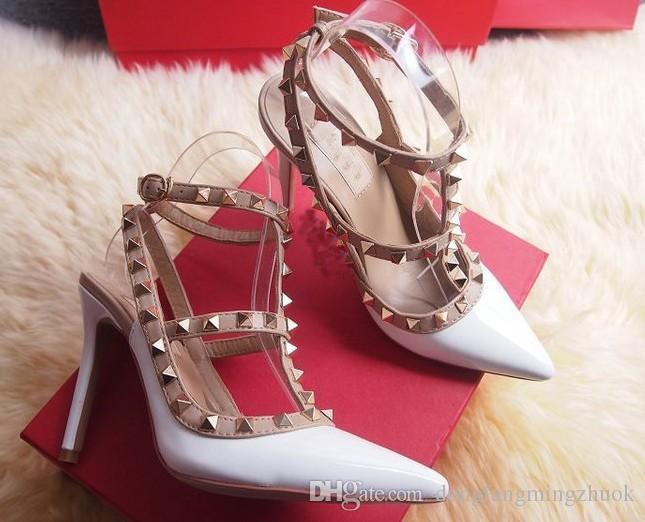 HEISS! Big Size 2018 Designer 8cm 10cm Gladiator High Heels Damen Schuhe Nude Schwarz Spikes T-Riemen Pump Lackleder Stud Lady Schuhe Sommer