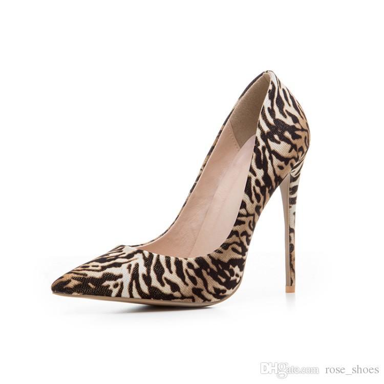 مثير جديد أحذية الزفاف ليوبارد طباعة الخنجر رقيقة عالية الكعب براءات المصارع الصنادل النساء مضخات الأحذية امرأة