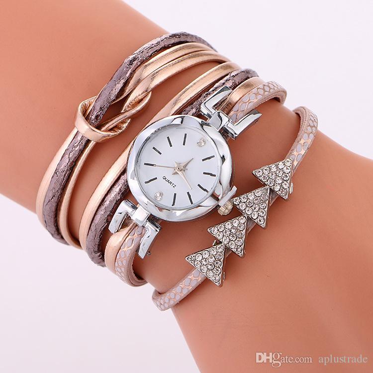 silbernes unregelmäßiges Vorwahlknopffrauendamenkleidkreuzseilarmband passt beiläufige Kursteilnehmerdiamantkristallquarzuhren auf