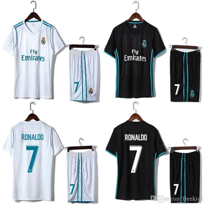 Compre Dhl Envío Gratis 2018 World Cup Kids Kit Real Madrid Home Blanco Y  Lejos Black Shirt Y Short Ronaldo Nombre Personalizado 2 A  11.06 Del  Freekick ... 14e0e1d630aad