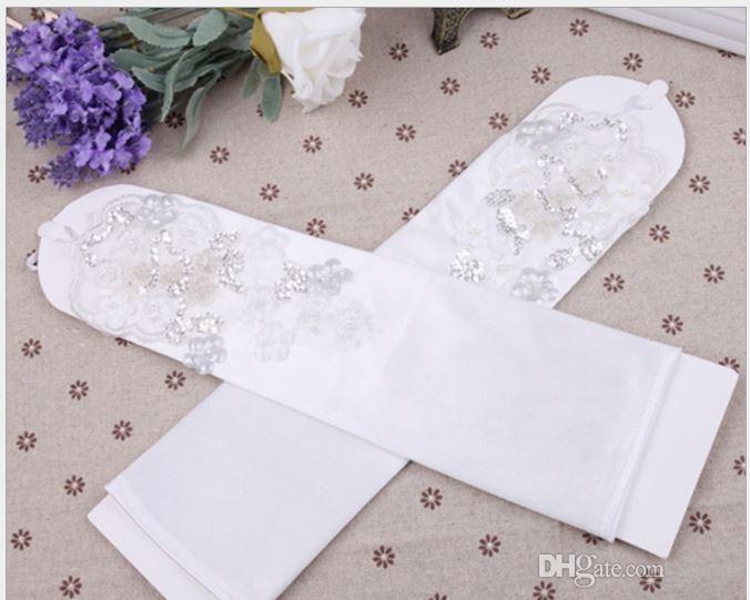 2018 New Bridal Pearls Luvas Para O Vestido De Noiva Vestido De Noiva Tamanho Livre Luvas Bandagem Fingerless Oco Rendas Sopro Cotovelo Comprimento