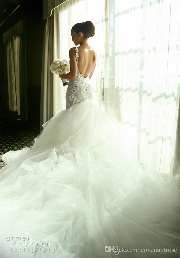 2018 Romantic Lace Wedding Dresses Mermaid Vintage Plunging Neck Straps Trumpet Applique Bridal Gowns Pleated Tulle Court Train