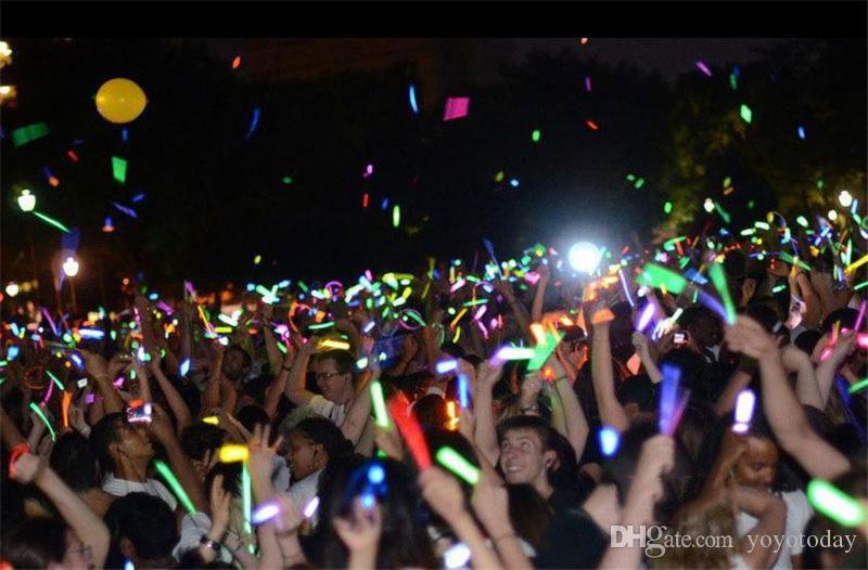 Многоцветный светящийся жезл Безопасный светящийся жезл Ожерелье Браслеты Флуоресцентный свет для событий Праздничная вечеринка Концерт Декор Светодиодный проблесковый маячок 7.8 ''