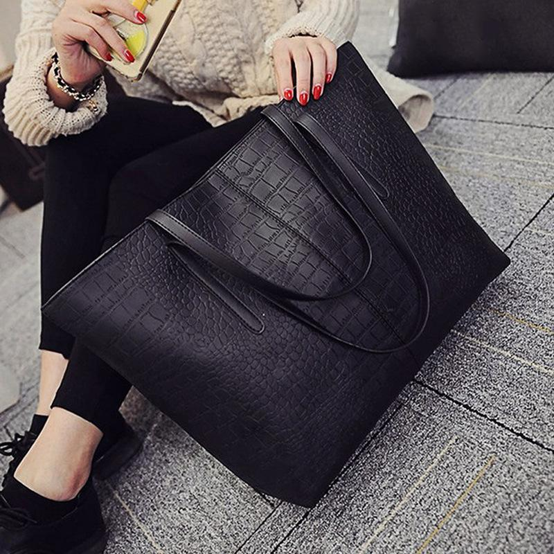 d0e7f4c1259f Spring And Summer 2018 New Women S Handbags Trend In Europe And The United  States Crocodile Print Shoulder Bags Fashion Handbag Simple Bags Black  Handbags ...