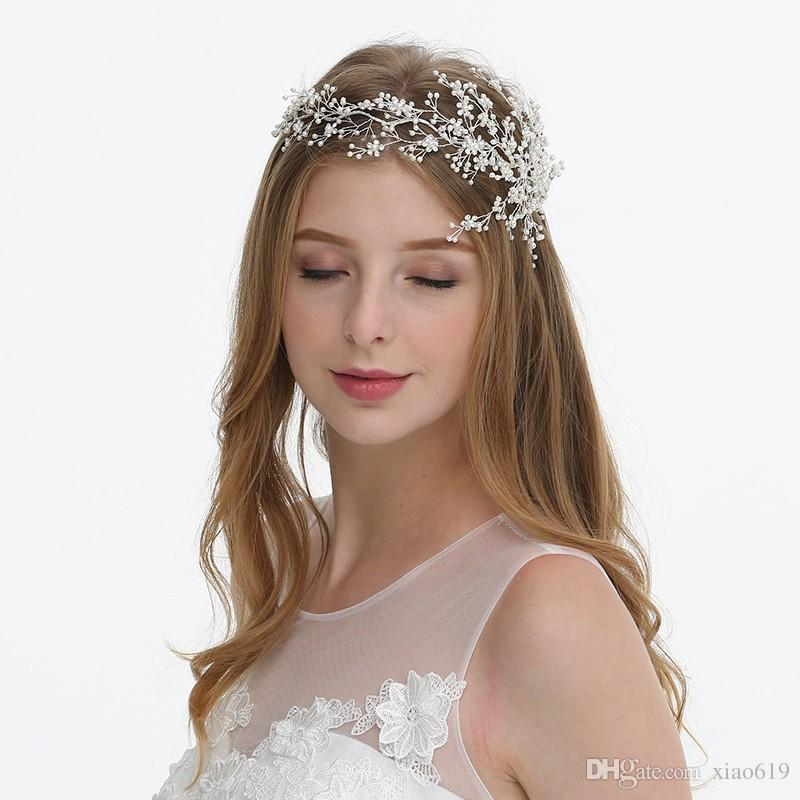 bb8b776823144 Satın Al 2019 Büyüleyici Gümüş İnciler Gelin Saç Taç Takı El Yapımı Düğün  Tiara Kafa Çiçek Saç Parça Aksesuarları, $29.15 | DHgate.Com'da