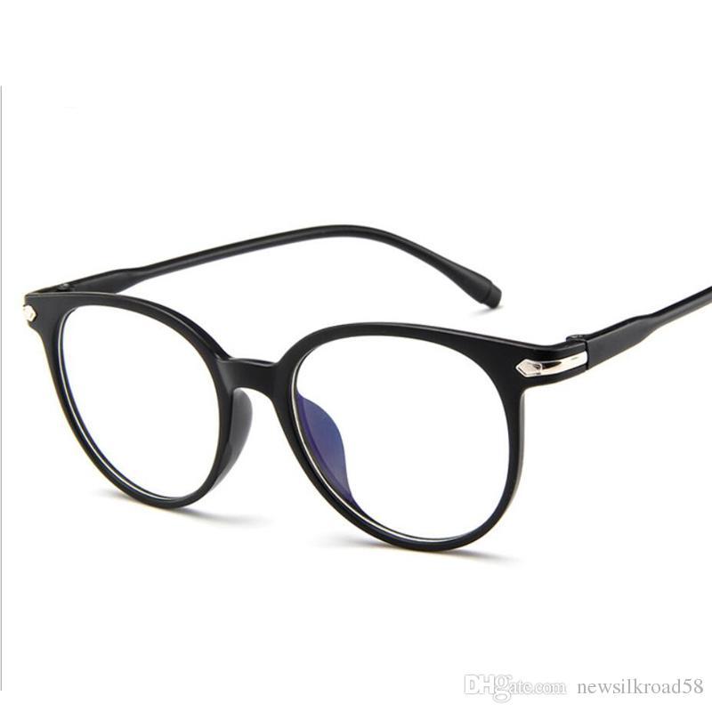 ea53fa231 Compre Moda Feminina Transparente Óculos De Armação Mulheres Retro Óculos  De Armação Do Vintage Rodada Limpar Lens Óculos Miopia Óptica Espetáculo  Fram De ...
