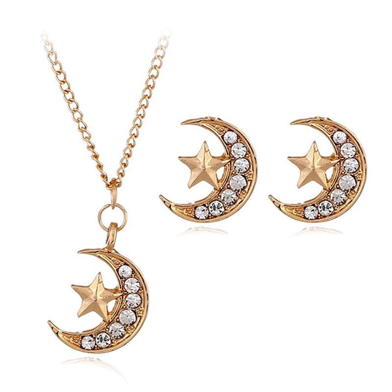 a02651e75520 Compre 3 Unids   Set Conjunto De Joyas De Cristal Dorado Color De La Luna  Collar De Oro Pendiente De La Joyería Conjuntos Pendientes Para Las Mujeres  Aretes ...