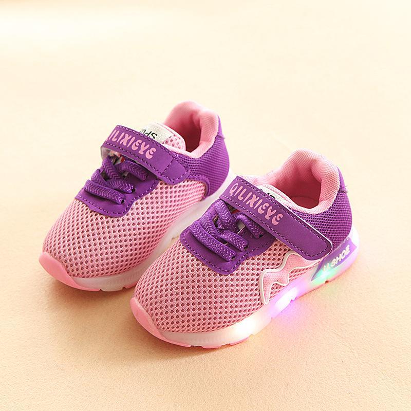 2018 Mesh Sport läuft atmungsaktiv LED Beleuchtung Babyschuhe Elegante Mode Baby Turnschuhe coole Mode Glitzer Mädchen Jungen Schuhe