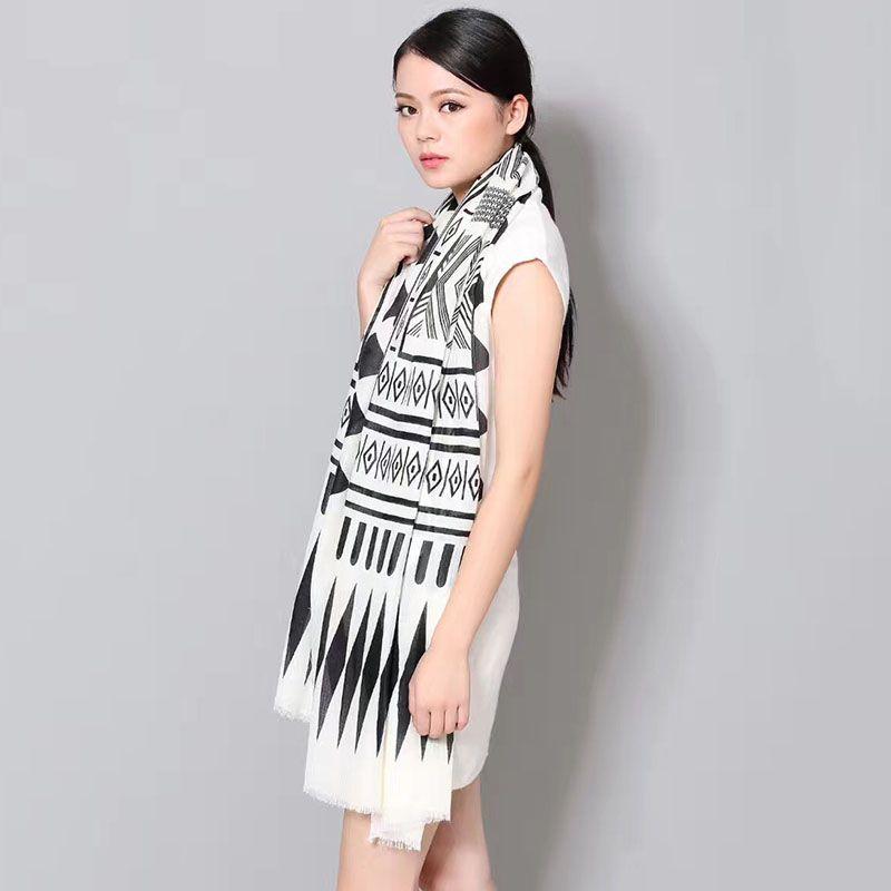 [NTNKZQ] Nuevo Invierno Mujer Pañuelos 180x90cm Blanco y Negro popular Vintage Marca geométrica Bufanda Pañuelo Ponchos y capas