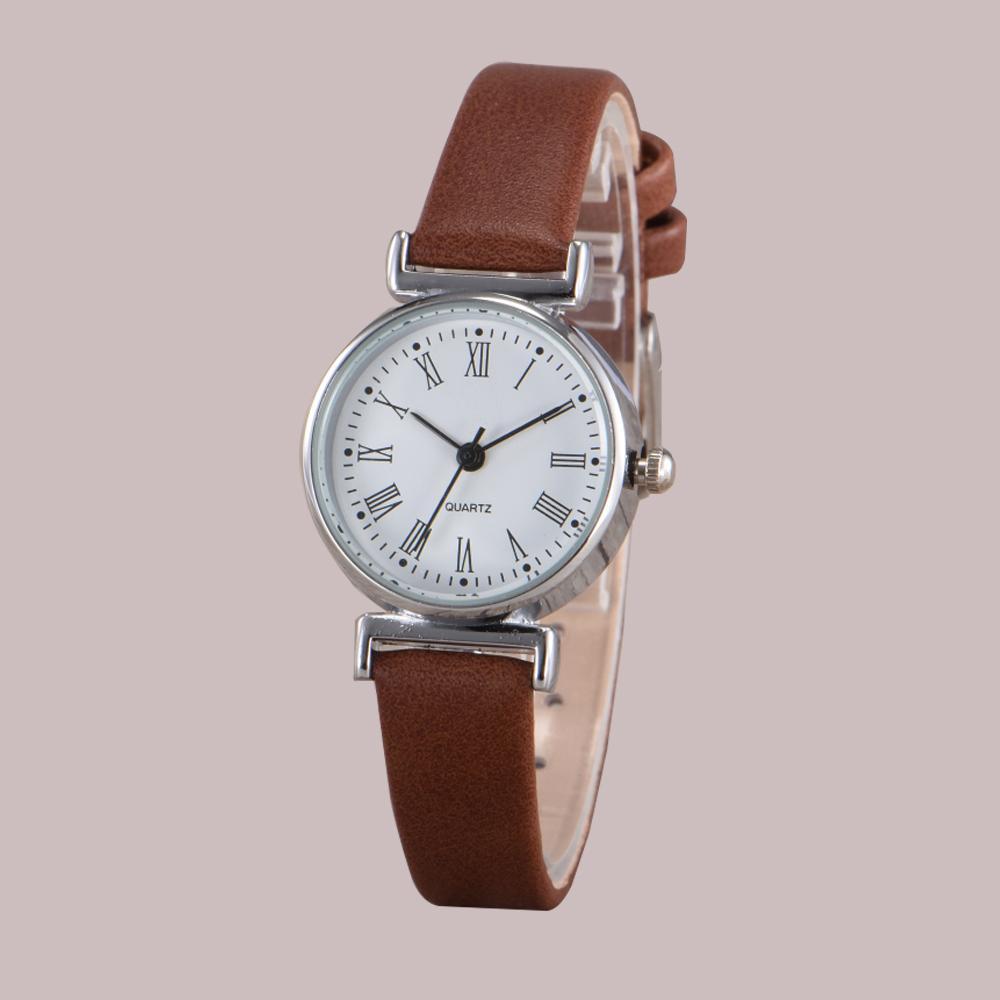 e93946a2b66 Compre Requintado Pulseira De Couro Elegante Relógio Romano Vestido De  Quartzo Preto Branco Dial Retro Relógio De Pulso Das Mulheres Pequeno Mini  Design ...