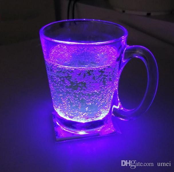 LED Lampeggiante Bottiglia Sottobicchiere Ultra Sottile Autoadesivo LED Luci Lampadina Tazza Mat Club Bar Bevande / Bicchieri Birra Decorazione del partito Lampade di Natale