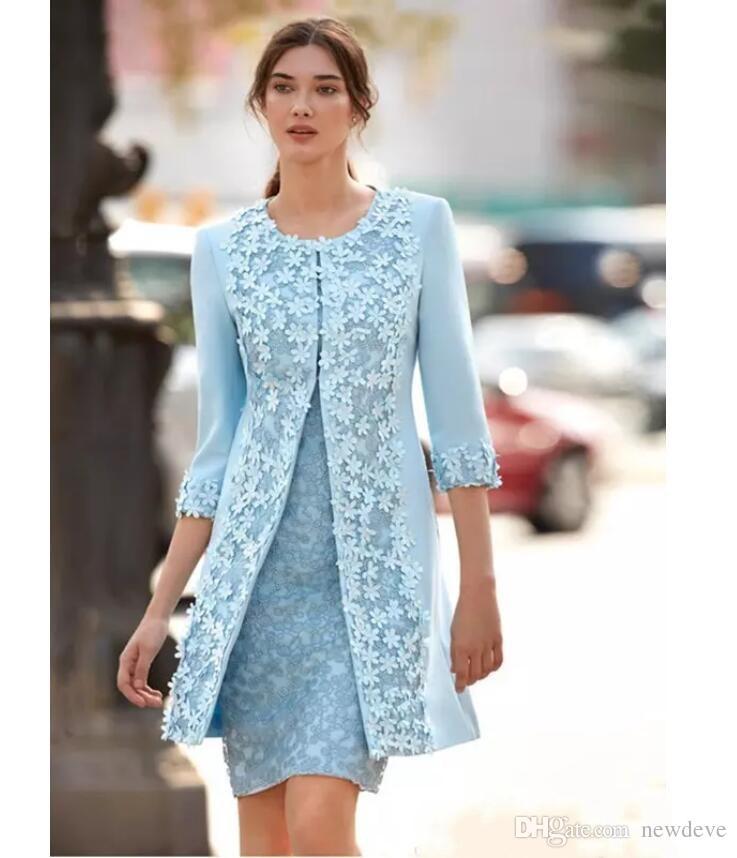 Carla Ruiz 2018 Bleu Clair Mère De La Mariée Robes Avec Veste Gaine Longueur Au Genou Robe De Invité De Mariage Arabe Robe Courte Robe De Soirée
