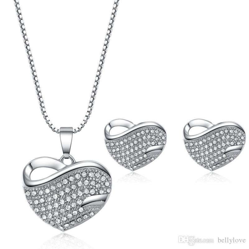 f8bb33b2142f Compre Moda Para Mujer Joyería 18 K Blanco   Oro Amarillo Plateado  Cristales Claros Cluster Corazón Piercing Stud Pendientes Collar Colgante  Conjuntos De ...