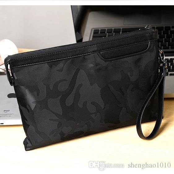 9ae86178e2a5a Großhandel Herrenmode Trend Neue Handtasche Herren Tasche Reißverschluss  Brieftasche Umschlag Oxford Tuch Casual Handgelenk Tasche Camouflage  Handtasche Von ...