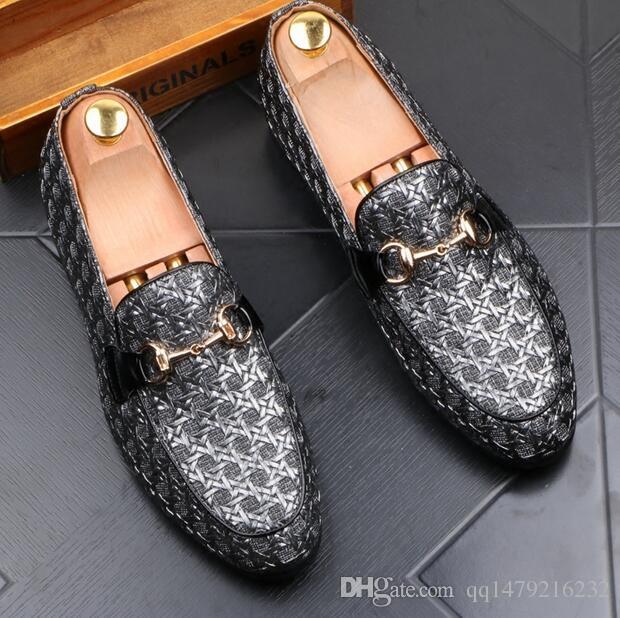 2018 Yeni Lüks erkek Moda Rahat Ayakkabılar Altın kırmızı Glitter Eğlence Perçinler Loafer'lar üzerinde Kayma Ayakkabı Adam Parti Ayıklaması Elbise a ...