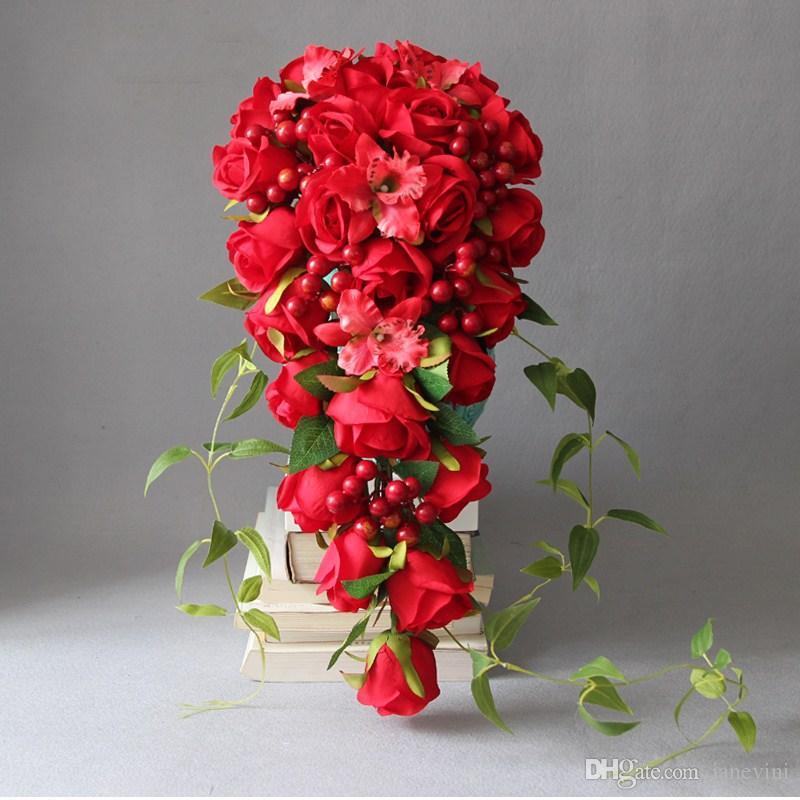 6d3490dd345be Compre JaneVini Vintage Artificial Cascada Ramos De Flores Rosas Rojas  Flores En Cascada Ramo De Novia Flor De Seda Broche Hecho A Mano Ramo Flores  A ...