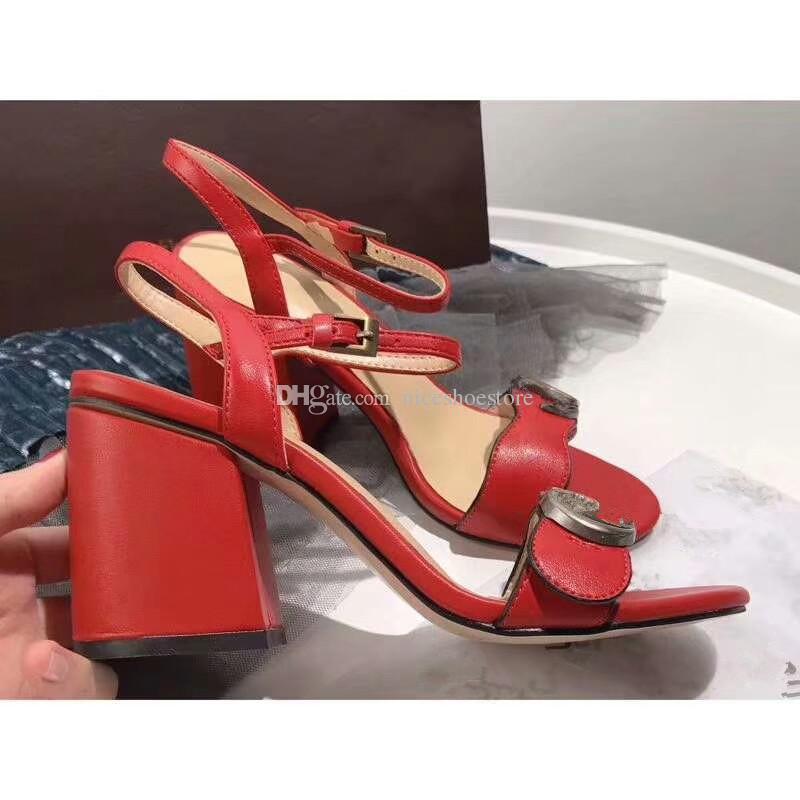 Diseñador 2018 Nuevo Lujo tacones altos de cuero de tacón medio sandalias de marca Sandalias de verano de mujer mujer Tamaño 35-40 zapatos de verano de las niñas