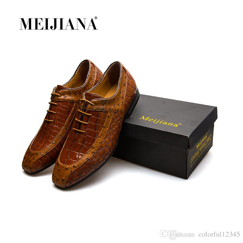 best sneakers 24fe6 4eaaf Luxus Herren spitzen Designer Schuhe italienische Herren Schuhe Leder braun  Luxus geschnitzt Toe Oxford Hochzeit und Party Kleid Schuhe