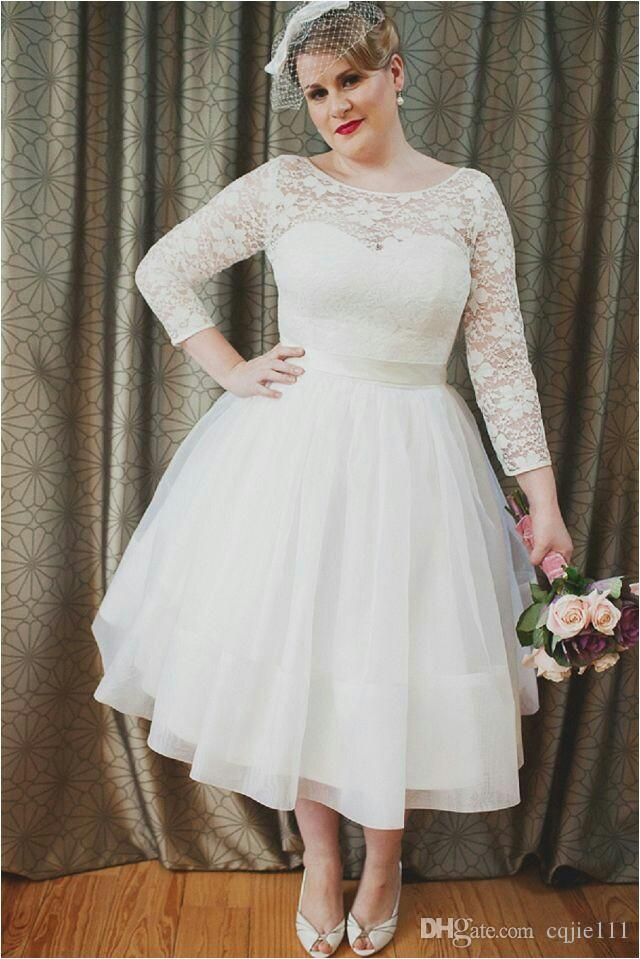 2019 New Short Beach Wedding Gowns Middle East Style Full Sheer /Illusion Lace Long Sleeves Bridal Gowns Plus size Wedding Dresses 45