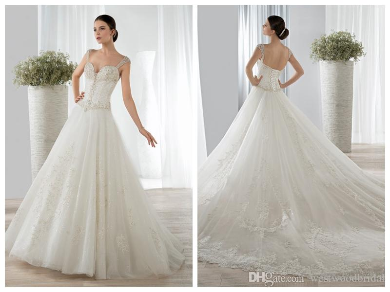 Acquista 2018 Abiti Da Sposa Abiti Da Sposa Robe De Mariée Demetrios 643 A Line  Senza Maniche Applique Perle Di Perline Di Cristallo Backless Capped Custom  ... 7a12570875b