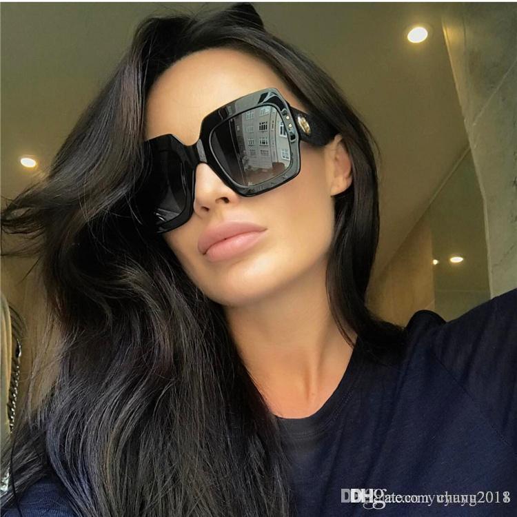 e4c7aae6d Compre 2019 Marca De Design Mulheres De Luxo Óculos De Sol Quadrado Armação Feminino  Óculos De Sol Oversized Do Vintage Verde Vermelho Eyewear Novo Oculos ...