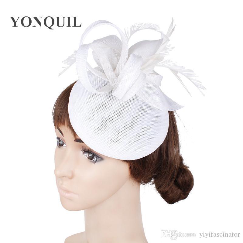 8c1dda9eaaa3e Compre Las Muchachas Blancas Fascinator Sombreros Elegante Imitación Damas  De Lino Tocado De La Boda Con Accesorios De Tapa De Plumas En Pinzas Para  El ...