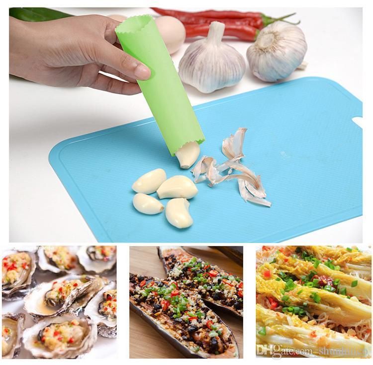 Magischer Silikonknoblauchschäler schälen einfache Küchenwerkzeuge Multifunktionsknoblauchschalengerät-Küchenwerkzeugkochgeräte-gelegentliche Farbe