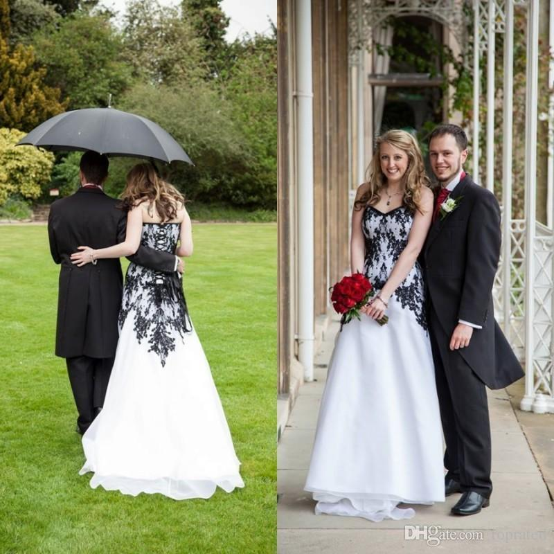 2018 Victorian Gothic Wedding Dresses Vintage Cheap Bridal Gowns Black Lace and White Chiffon Garden Brides Dress Sweetheart Lace-up Back