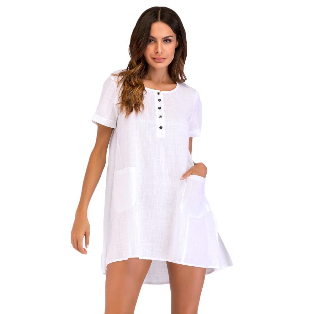 Mujer en mini vestido