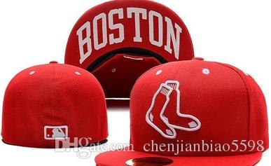 749f1a8536 Compre Red Sox Nome Da Cidade Cor Vermelha Dos Homens Sob A Aba Equipado  Chapéu Plana Brim Embroiered Logotipo Da Equipe Fãs De Beisebol Chapéus Red  Sox ...