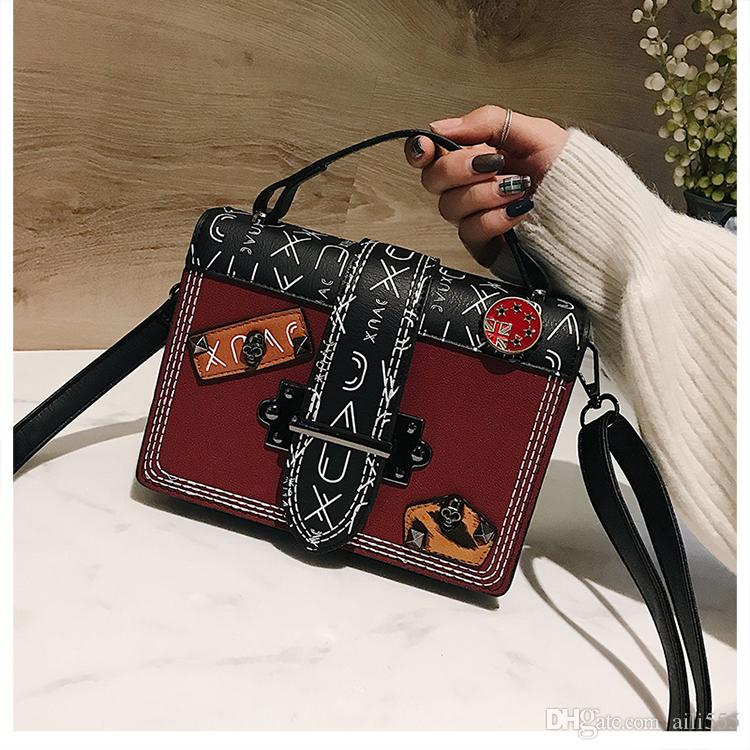 3cd5d80a5ff4 2018 Vintage Bags Famus Designer Women Retro Messenger Bags Hongshan  Wanggong  11 Retro Bags Messenger Bags Retro Messenger Bags Online with   50.9 Piece on ...
